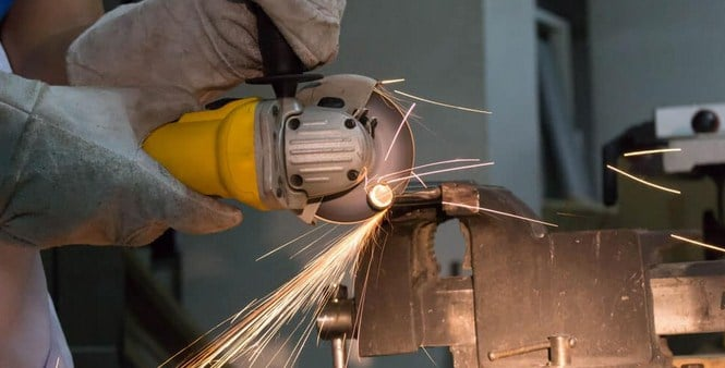Cutting metal with an angle grinder
